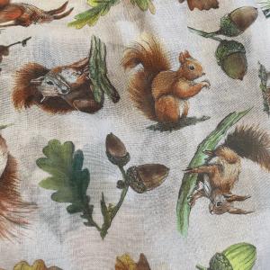 White Squirrel & Acorn snood
